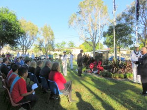 Rodney Eivers laying wreath Anzac Day Grenier Park 25th April 2015
